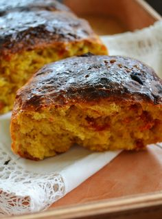 Kuchennymi drzwiami: Siła wspólnego pieczenia.Słodki chleb z cynamonem ...