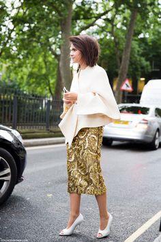 womens street style fashion: Miroslava Duma evening chic look: cream beige jacket, gold sequin skirt (naimabarcelona) Miroslava Duma, London Fashion Weeks, Parisian Chic Style, Glamour, Mode Inspiration, Street Chic, Street Style Women, Stylish Outfits, Elegant