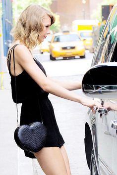 How adorable is Taylor Swift's heart purse? 41 15