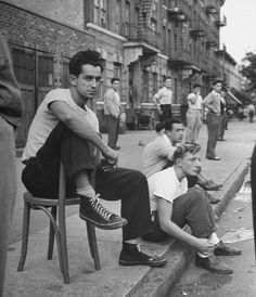 vintage everyday: Vintage Young Men Fashion – Black and White Photos of American Teen Boys in the Vintage New York, Mode Vintage, Vintage Pictures, Old Pictures, Photos Du, Old Photos, 1940s Photos, Looks Rockabilly, Rockabilly Men