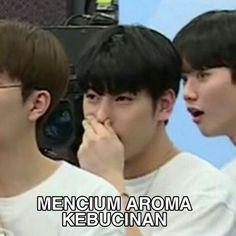 Blackbangtan X Exovelvet Shipper ! Memes Funny Faces, Funny Kpop Memes, Exo Memes, Cute Memes, Dankest Memes, Chat Messenger, Funny Tweets Twitter, Twitter Bts, K Meme