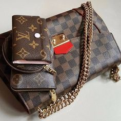 Double tap for the love of Louis Vuitton ❤ ----------------------------------- Essentials! by @lvfrenzy ====================