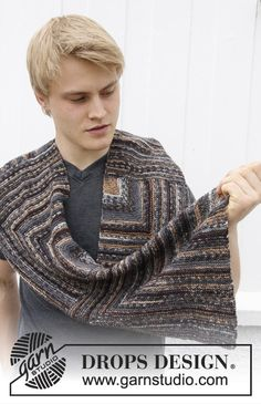 """DROPS Extra 0-972 - Knitted DROPS men's scarf with domino squares in """"Fabel"""". - Free pattern by DROPS Design"""