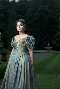 Jenna Coleman transforms into young Queen Victoria for ITV drama I adore costume dramas. Sneak peak: Jenna Coleman dons full regal costume to play a young Queen Victoria in upcoming eight-part ITV drama, Victoria Victoria Tv Show, Victoria 2016, Victoria Itv, Victoria Series, Reine Victoria, Queen Victoria Pbs, Victoria Costume, Victoria Dress, Queen Victoria