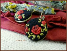 Rose Garden-Ohrringe  schwarz und rot  von LittleAnaAccessories