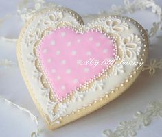 Embroidery on cookies. My little bakery is so talented! How to Make Baby Shower Cookies 5 ingredient peanut butter choc. Lace Cookies, Pink Cookies, Galletas Cookies, Cupcake Cookies, Cupcakes, Sugar Cookies, Cookie Favors, Easter Cookies, Valentines Day Cookies