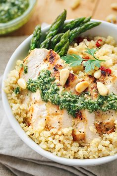 Lemon Chicken Pesto Bowls with Sun-Dried Tomato Quinoa Bowle Pesto Chicken, Lemon Chicken, Pepper Chicken, Gourmet Recipes, Cooking Recipes, Healthy Recipes, Kale Recipes, Healthy Foods, Clean Eating Snacks