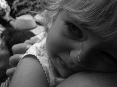 #Alithines_Istories Πολλές φορές σαν γονείς, ξεχνάμε ότι έχουμε απέναντί μας ένα παιδί που το μόνο που θέλει είναι αγάπη από εμάς. Τα οικονομικά προβλήματα, τα νεύρα της δουλειάς και το άγχος της ε…