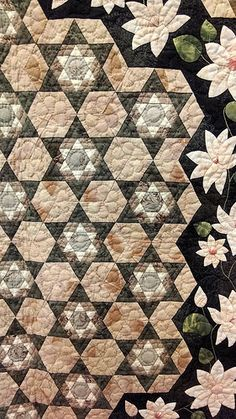 Not done with EPP. Perhaps pieced by hand. Patch Quilt, Applique Quilts, Quilt Blocks, Japanese Quilt Patterns, Paper Piecing Patterns, Asian Quilts, Neutral Quilt, Quilt Border, Quilt Festival