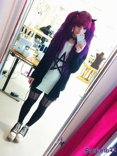 .her hair is so cool :)