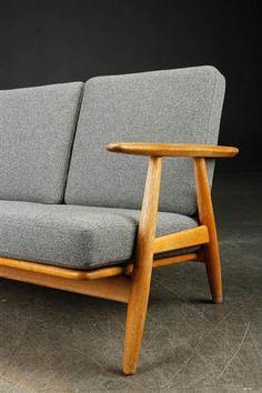 Vara: 3467697Hans J. Wegner. Tre-pers. 'Cigaren' sofa, model GE-240/3
