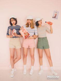 Official Korean Fashion : Korean Fashion Similar Look Love Fashion, Fashion Group, Fashion Styles, Kpop Fashion, Ulzzang Fashion, Fashion 101, Girl Fashion, Spring Fashion, Fashion Beauty