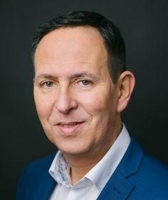 Adrian Minoggio (50) hat beim Goldegg Verlag in Wien eine neue Position inne: Zum 1. Januar hat er die Leitung von Vertrieb und Marketing übernommen. Marketing, January, Career