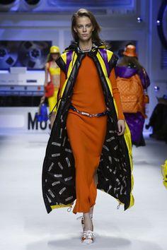 Moschino Ready To Wear Fall Winter 2015 Milan - NOWFASHION