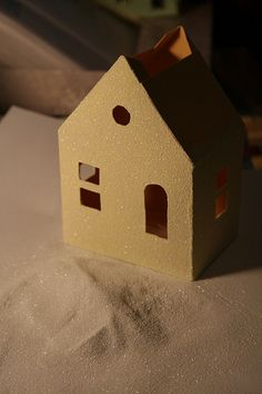 Putz house tutorial - glitter gives the house texture as well as sparkle Christmas Village Houses, Putz Houses, Christmas Villages, Doll Houses, Old Christmas, Christmas Paper, Christmas Stuff, Paper Houses, Cardboard Houses