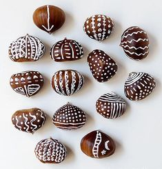 DIY Ideas for Fall Decorating, Chestnuts Home Decorations and Gifts Chestnut crafts make beautiful fall decorations Christmas Tree Box, Red And Gold Christmas Tree, Natural Christmas, Simple Christmas, Minimal Christmas, Fall Crafts, Crafts To Make, Christmas Crafts, Christmas Nails
