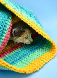 Have a kitty that loves to hide away? Using the yarn you have on hand you can create a lovely crochet cat sack hideaway they'll just love! Crochet Cat Toys, Knitted Cat, Crochet Art, Crochet Animals, Hand Crochet, Crochet Patterns, Irish Crochet, Diy Crochet Cat Bed, Crochet Cupcake