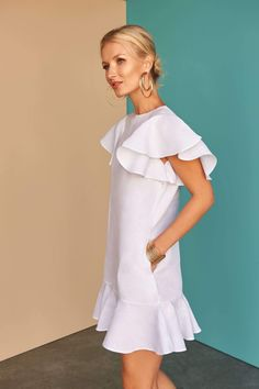 Get into the swing of the season with our white linen gathered asymmetric dress. Fácil Blanco is proudly designed and tailored in Dubai from Italian linen. Simple Dresses, Casual Dresses, Fashion Dresses, Summer Dresses, Chic Dress, Classy Dress, Linen Dress Pattern, White Linen Dresses, African Print Fashion