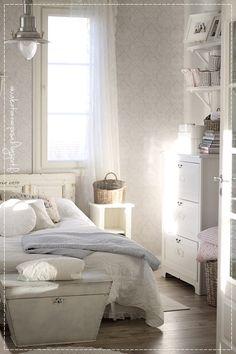maalaisromanttinen koti, sisustus, maalaisromanttinen sisustus, tapettitaivas, makuuhuoneen sisustus Decor, Furniture, White Bedroom, House Design, White Decor, Home Decor, Home Deco, Bed, Bedroom