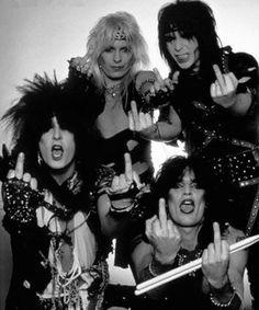 Mötley Crüe's mïddle fïngers