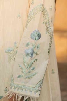 Border Embroidery Designs, Floral Embroidery Patterns, Hand Work Embroidery, Embroidery Suits Design, Embroidery Fashion, Simple Kurta Designs, Stylish Dress Designs, Pakistani Fashion Party Wear, Pakistani Dress Design