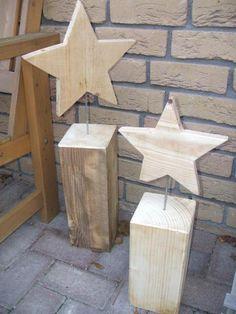 Holzsterne auf Holzsockel für den Garten