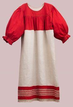 Рубаха женская Время создания: Конец XIX – начало XX века Материал: Лен, нити, кумач Техника: Ткачество, плетение, шитье
