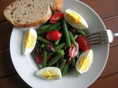 My Little Bungalow: Green Bean, Tomato, Olive and Egg Salad