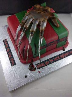 Freddy Krueger Cake - Oh my god, this cake is boss Bolo Halloween, Halloween Cakes, Halloween Treats, Halloween Costumes, Cupcakes, Cupcake Cookies, Freddy Krueger, Unique Cakes, Creative Cakes