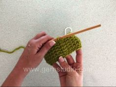 Vasten haken in de rondte  --  Crochet sc (US)/ dc (UK) in the round. When you are crocheting sc's in the round you begin each round with 1 ch that replaces the first sc o...