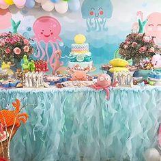 Acontecendo o chá de bebê da Maria Fernanda.  A primeira bebezinha da Fer!  Festa linda no fundo do mar!  Para apaixonada!  #festainesquecivel #festa # festa #festanofundodomar #babyshower #underthesea # chádebebê #celebrate #candycolor #andreapaes #vidaemfotos #acontecendo #photooftheday #instacute