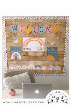 Preschool Classroom Themes, Preschool Decor, Classroom Decor Themes, 3rd Grade Classroom, Classroom Setup, Classroom Design, Teacher Desk Decorations, Classroom Board, Classroom Labels
