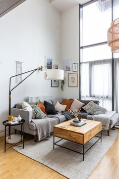 A tour of a Scandinavian style rented apartment in west london. This months guest is Teri from The Lovely Drawer. She shares her tips and tricks for decorating her rented home, and how she incorporates the simplicity of Scandinavian design into each room #rentedhome #renters #aprartmentliving #howirent #scandistyle #scandinavian #scandiinteriors #interiors #DiyCraftsForRoomDecor Home Living Room, Apartment Living, London Apartment, Scandi Living Room, Living Room Decor Wayfair, Living Room And Bedroom In One, Gray Couch Living Room, Danish Living Room, Scandinavian Interior Living Room
