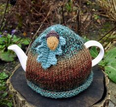 I have designed a new tea cosy on my autumn acorn theme. I have hand knitted this cosy and attached a knitted oak leaf and acorn on the top. Using a lovely chunky marbled yarn, this tea cosy will keep your teapot lovely and hot. It will fit a standa. Cosy Cafe, Knitted Tea Cosies, Acorn And Oak, Cozy Cover, Tea Cozy, Best Tea, My Cup Of Tea, Cottage Chic, Hobbit