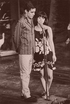 Chico Buarque e Nara Leão, 1967. Veja também: http://semioticas1.blogspot.com.br/2012/04/certas-cancoes.html