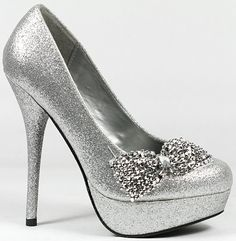 Gorgeous silver heels for brides maids Fancy Shoes, Crazy Shoes, Cute Shoes, Me Too Shoes, Homecoming Shoes, Homecoming 2014, Bridesmaid Shoes, Bridesmaids, Prom Heels