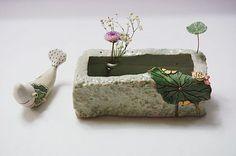 사각 수반입니다.~~^^ 전에 작업할때 반이상이 금이 가서 다시는 안 만든다고 했는데요~~^^;; 슬금슬금 망... Ceramic Boxes, Flower Frog, Ceramic Jewelry, Sculpture, Ikebana, Planting Succulents, Garden Art, Terracotta, Diy And Crafts