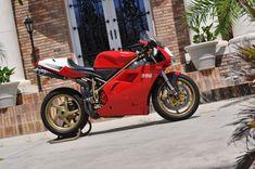 Photo by Cars More cars Ducati 996, Ducati Superbike, Ducati Motorcycles, Cars And Motorcycles, Biker Love, Bike Rider, Moto Guzzi, Super Bikes, Motorbikes