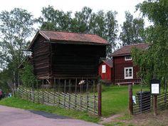 Velho armazém de cereais em Sundborn, província de Dalarna, Suécia.  Fotografia: Vilseskogen no Flickr.