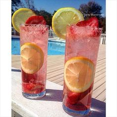 MOSCATO STRAWBERRY LEMONADE 1 oz (30ml) Strawberry Vodka 2 oz (60ml) Lemonade Top off with Pink Moscato  Garnish: Lemon Wheels and Strawberry Slices