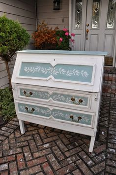 Shabby 2 Uniquely Chic: Antique Rustic Desk