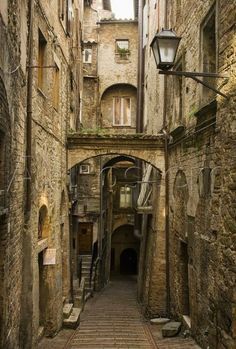 Medieval Street in Perugia (Umbria, Italy) by David Sutherland Medieval Town, Medieval Fantasy, Abandoned Places, Architecture, Beautiful Places, Scenery, Places To Visit, Around The Worlds, City