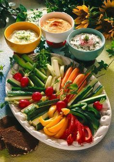 Vegetable plate with quark dips - Himmlische gesunde Dips - Recetas Brunch Recipes, Appetizer Recipes, Snack Recipes, Cheese Dip Recipes, Cheese Dips, Healthy Snacks, Healthy Recipes, Party Finger Foods, Party Buffet