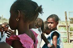 L'école Soxna Beye - Afrika Mandela Ranch playground Playground, Ranch, Homemade, Couples, Couple Photos, Artist, Documentary Film, Children Playground, Guest Ranch