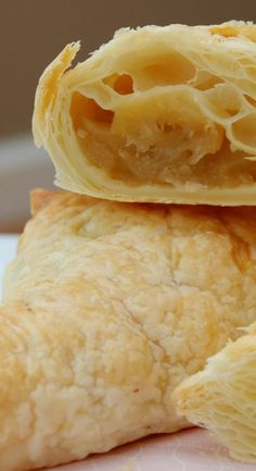 Capon legs in almond crust, chanterelles and foie gras potatoes - Healthy Food Mom Gluten Free Deserts, Gluten Free Sweets, Foods With Gluten, Gluten Free Baking, Healthy Baking, Apple Turnover Recipe, Turnover Recipes, Apple Turnovers, Apple Pie