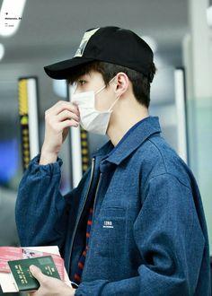 Sehun, Exo, Park Chanyeol, Work Hard In Silence, Celebrity List, Airport Style, Airport Fashion, Kim Min Seok, Mingyu