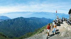 Aussichtsreicher ist keine: Die Gratwanderung vom Monte Lema auf den Monte Tamaro gehört zu den Klassikern unter den Schweizer Höhenwanderungen. Das Panorama ist unschlagbar und reicht von der Leventina über die umliegenden Täler bis in die Walliser Alpen im Westen und die Bündner Alpen im Osten.
