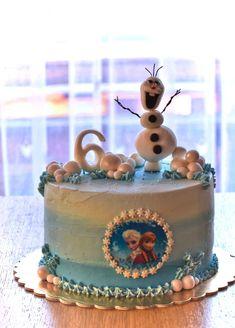 Narozeninový dort pro malou princeznu na téma Ledové království.