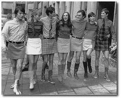 when men weren't afraid of short skirts. Guys In Skirts, Short Skirts, Men Wearing Skirts, Man Skirt, Hippy Chic, Fashion Moda, Women's Fashion, College Fashion, Modern Man