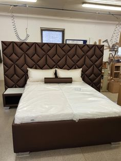 The Luxury Collection: Luxury Hotels & Resorts Luxury Bedroom Design, Bedroom Bed Design, Bedroom Furniture Design, Bed Furniture, Home Decor Bedroom, Bed Back Design, Bed Frame Design, Bed Headboard Design, Headboards For Beds